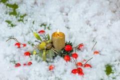 Julljus med dekoren Royaltyfri Fotografi