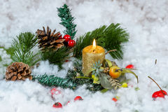 Julljus med dekoren Royaltyfria Bilder