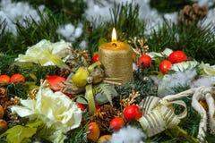 Julljus med dekoren Arkivbilder