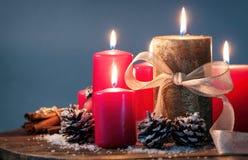 Julljus med julgarneringar Royaltyfria Bilder