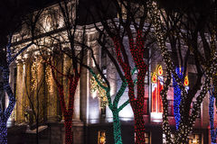 Julljus på domstolsbyggnadfyrkanten Royaltyfria Foton