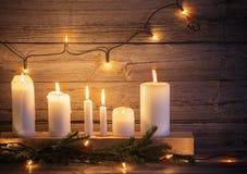 Julljus på träbakgrund Royaltyfri Foto
