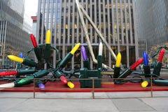 Julljus som julpynt i midtownen Manhattan nära den New York City gränsmärket radiosänder stadsmusik Hall Royaltyfria Bilder