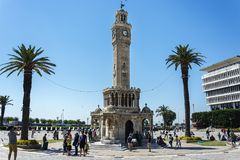 Jully 08日2017年:塔在无背长椅建筑风格被建造 伊兹密尔的标志 库存照片