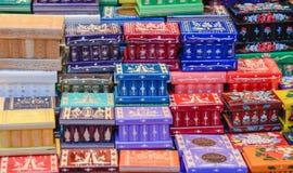 Julmarknad Closeup av färgrik woodenwork Arkivfoto