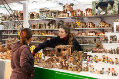 Julmarknad nära Sagrada Familia Arkivbilder