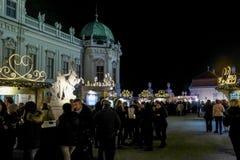 Julmarknad på Belvedereslotten, Wien royaltyfria foton