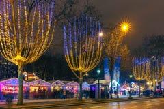 Julmarknad på Champset-Elysees i Paris Arkivbilder