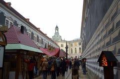 Julmarknad på den Dresden slotten Arkivfoto
