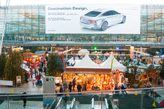 Julmarknad på Munich airoport Royaltyfri Fotografi