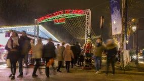 Julmarknad på Champs-Elysees i Paris Arkivfoton