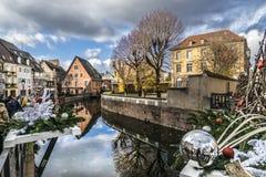 Julmarknader på Colmar gator Arkivbilder