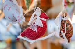 Julmarknadsgarnering - handgjord textil Arkivfoto