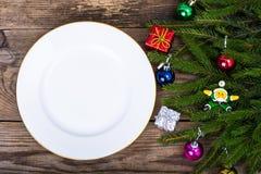 Julmatställe på bakgrund med lantliga tabellgarneringar ovanför sikt royaltyfri bild
