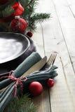 Julmenybegrepp: svarta plattor och bestick med röd Kristus arkivfoton
