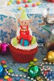 Julmuffin med kulöra garneringar Royaltyfria Bilder