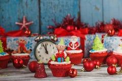 Julmuffin med kulöra garneringar Royaltyfri Fotografi