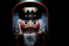 Julnötknäppare under en julmarknad royaltyfria bilder