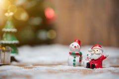Julnalle Santa Claus Santa Claus och snögubbe Arkivbilder