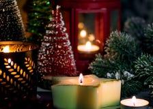 Julordning av dekoren för ` s för nytt år i en festlig afton royaltyfri fotografi