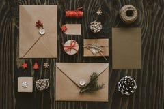 Julpacke Julkort-, gåva- och juldecorati fotografering för bildbyråer