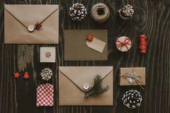 Julpacke Julkort-, gåva- och juldecorati arkivfoto