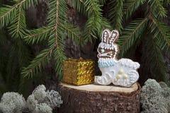 Julpepparkaka i form av en hare Arkivfoto