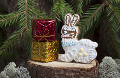 Julpepparkaka i form av en hare Arkivbilder