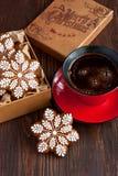 Julpepparkakakakor och kaffekopp Royaltyfri Fotografi