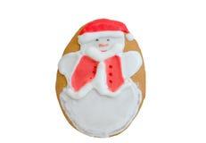 Julpepparkakasnögubbe med den röda hatten Arkivfoton