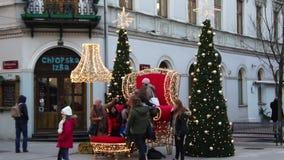 JulPiotrkowska gata i Lodz, Polen 4k arkivfilmer
