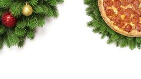 Julpizzapeperoni med snöflingor och granfilialer, leksakboll för nytt år eller struntsak på blå träbakgrund fotografering för bildbyråer