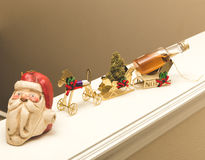 Julpresent med Santa Claus arkivbilder