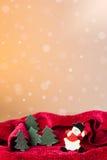 Julprydnad: snowmantoy och lilla trees Fotografering för Bildbyråer