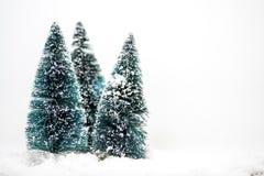 Julprydnadar på snow Royaltyfri Bild