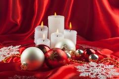 Julprydnader med stearinljus Royaltyfri Foto