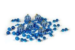 Julpynt i form av bollar av girlander Arkivbild