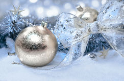 Julpynt i guld och blått Arkivfoto