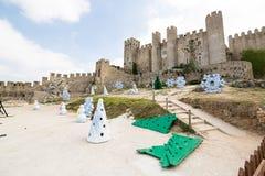 Julpynt nära den Obidos slotten Arkivfoto