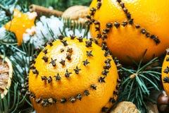 Julpynt och apelsiner Arkivbild