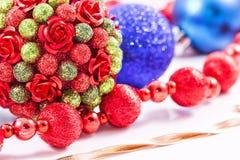 Julpynt- och julgåvor Royaltyfria Bilder