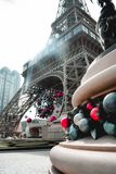 Julpynt på Eiffeltorn på den parisiska kasinot i den Macao hakan arkivbild