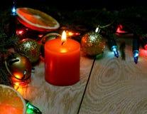 Julpynt på en träbakgrund Royaltyfria Foton