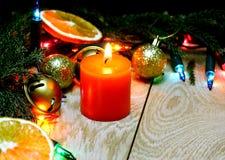 Julpynt på en träbakgrund Royaltyfri Fotografi
