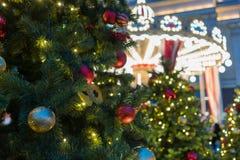 Julpynt på filialgranen Royaltyfri Foto