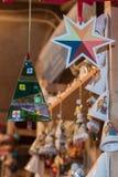 Julpynt på gatamarknaden Royaltyfria Bilder