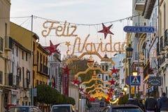 Julpynt på gatorna av den Ronda staden, Spanien royaltyfri fotografi