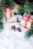 Julpynt på vit snö Royaltyfri Bild