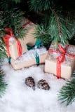 Julpynt på vit snö royaltyfria foton