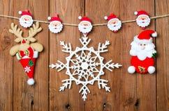 Julpynt: ren, Santa Claus och snöflingor på a Fotografering för Bildbyråer